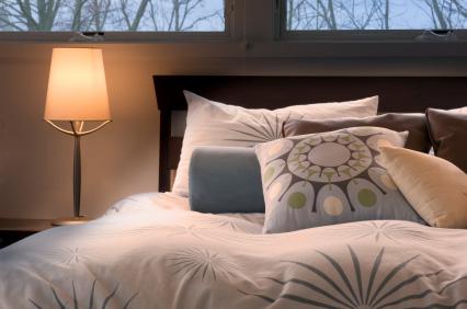 Styla huset innan du ska sälja ditt hus - bädda sängen och ta bort onödiga saker innan visnin